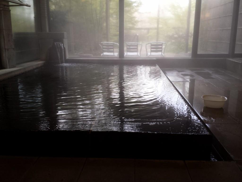 野の花山荘の内湯