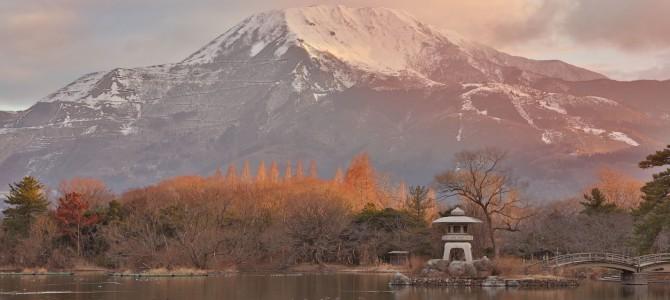 三島池から望む伊吹山-滋賀県米原市-