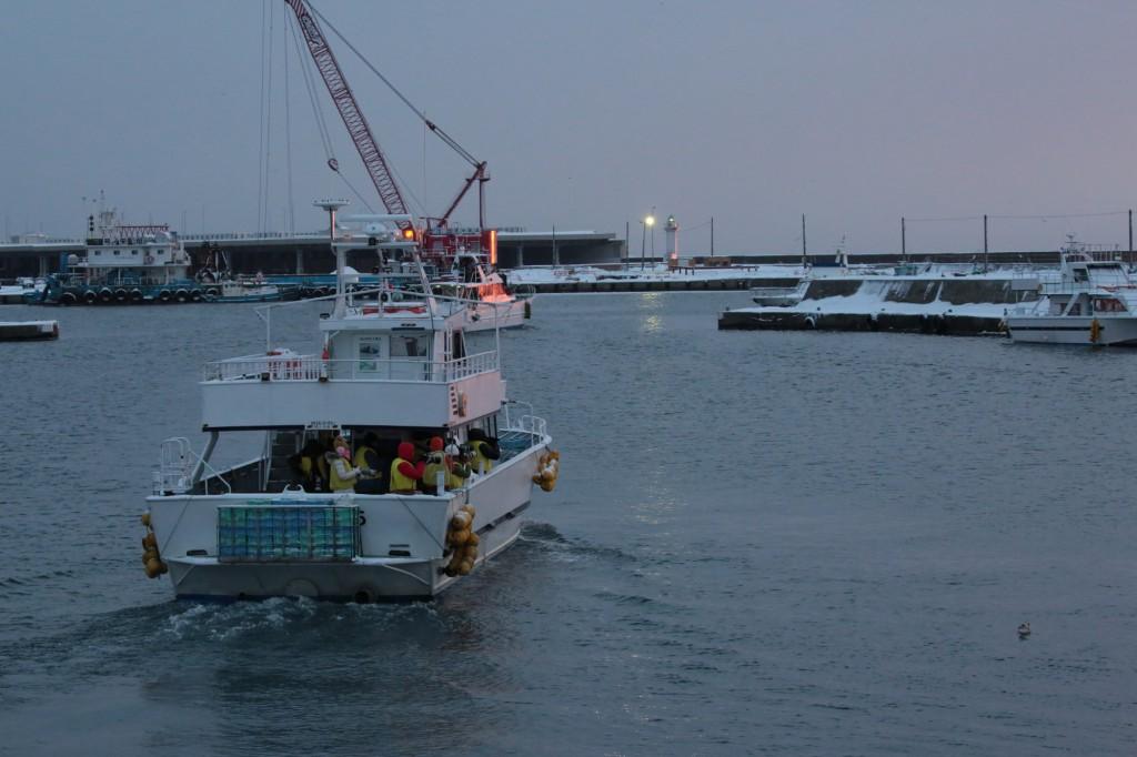 夜明けの羅臼漁港