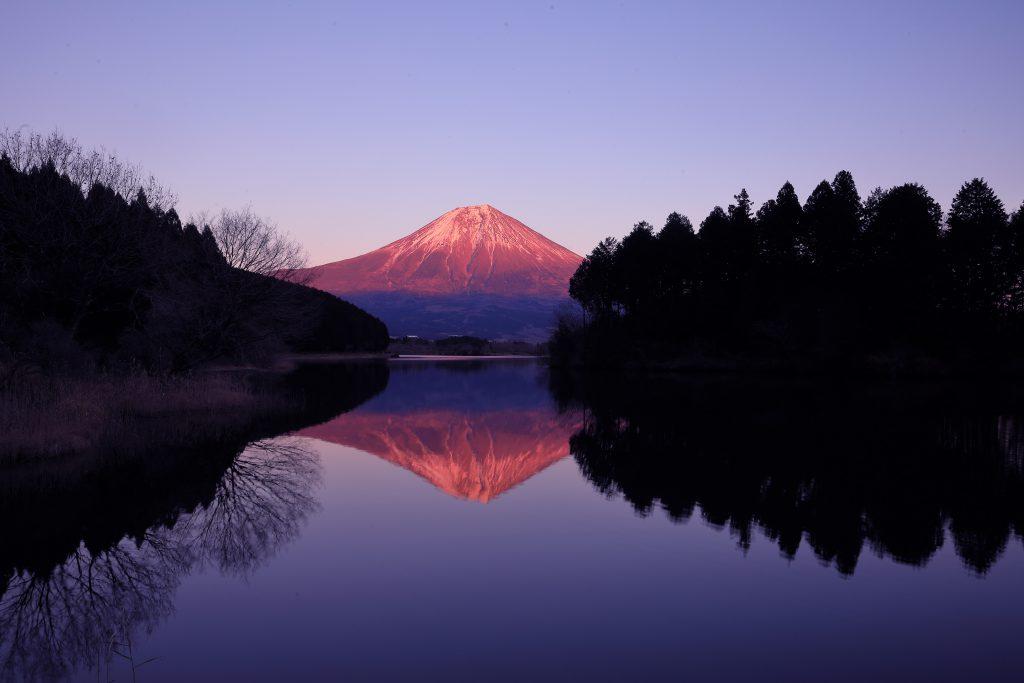 田貫湖から望む赤富士